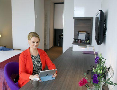 Thuiswerken in een hotelkamer bij Lumen Hotel & Events